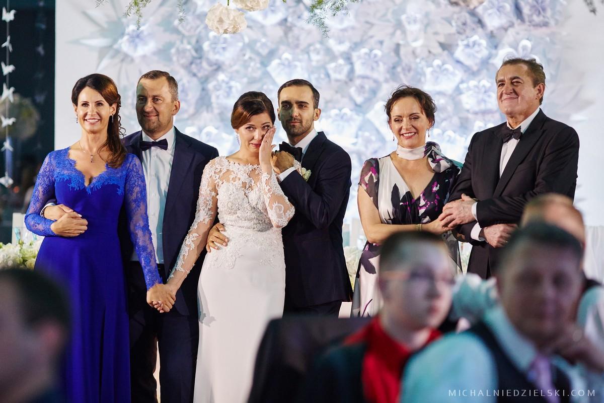 fotograf Szczecin wykonal reportazowe zdjecie slubne Malwiny i Lukasza w miejscu Bagatelka fotografia slubna Poznan wielkopolska