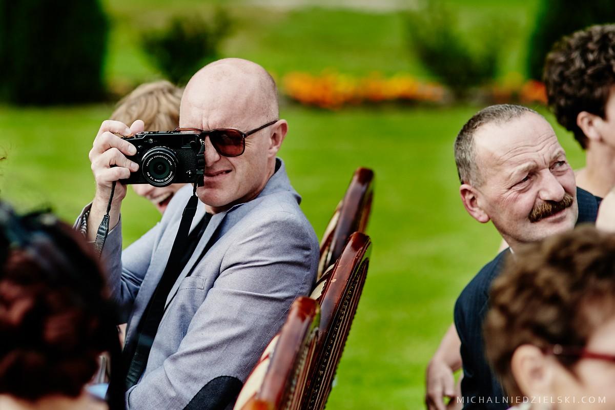 fotograf Poznan zrealizowal reportaz slubny Karoliny i Wojtka w lokalu Dworek Hetmanski Stargard zachodniopomorskie